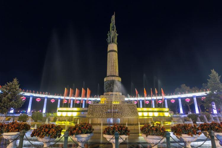 방홍(팡훙) 기념탑1