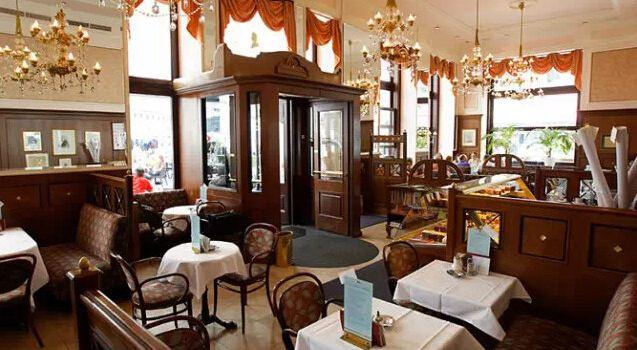 Cafe Mozart2