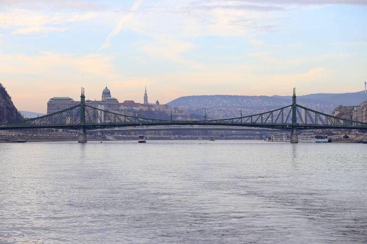 Liberty Bridge4