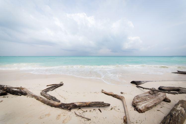 Mengalum Island1