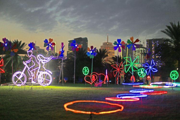 Dubai Garden Glow2