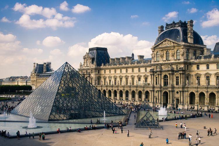 Louvre Museum1