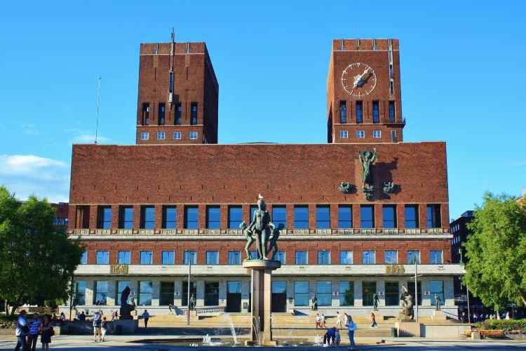 Oslo City Hall2