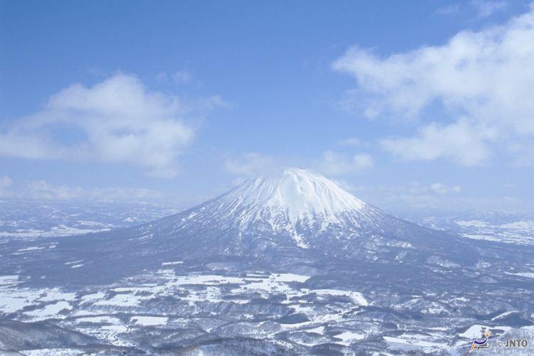 Mount Yōtei3