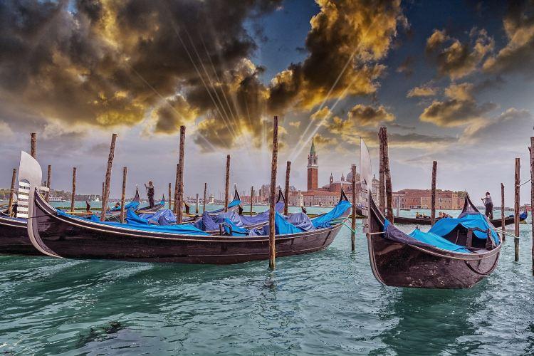 Gondola Rides3
