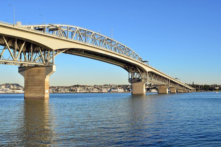 Auckland Harbour Bridge4