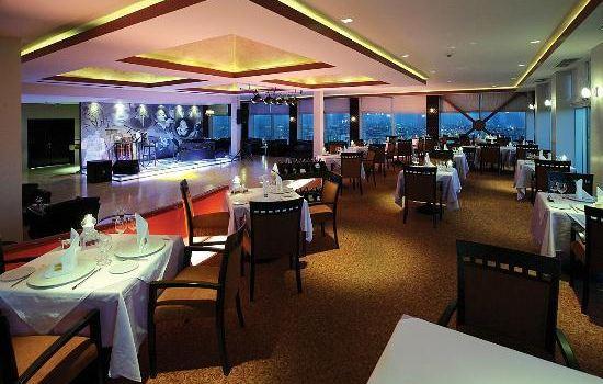 Summit Restaurant & Bar3