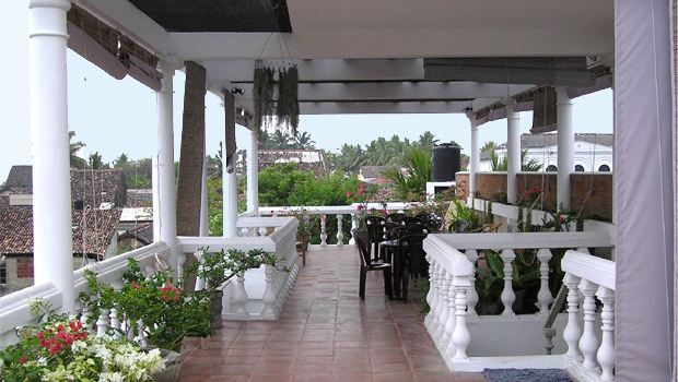 mamas Galle fort roof cafe2