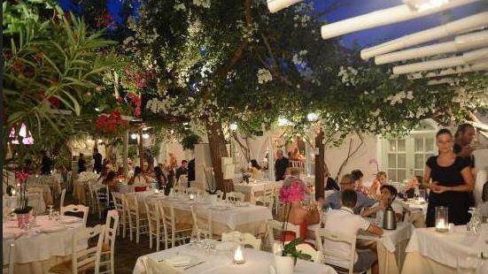 Avra Restaurant - Garden