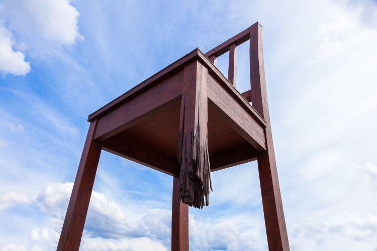 斷腿木椅1