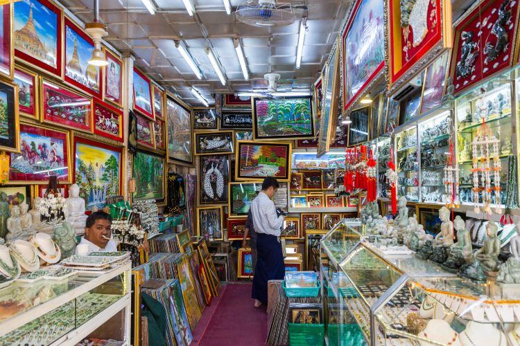 Bogyoke Aung San Market1