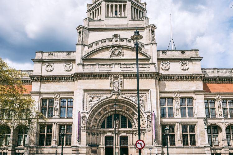 Victoria and Albert Museum3