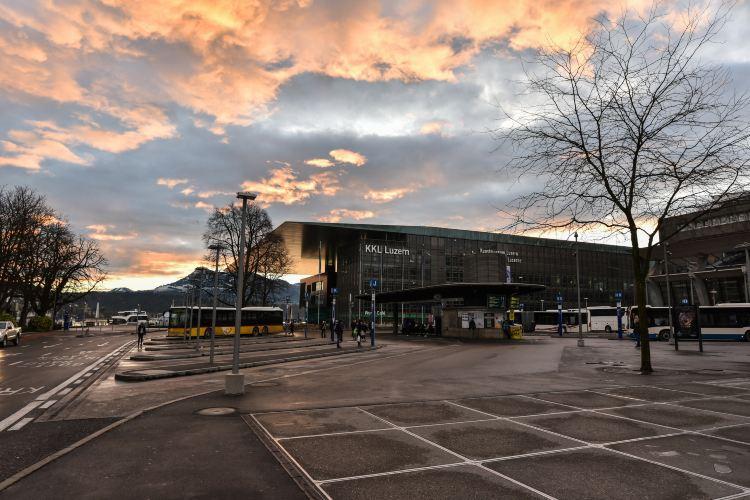 Lucerne Station1