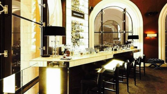 Mercedes Bar