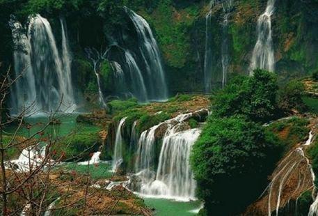 藏布巴東瀑布群