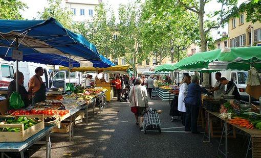 裡昂紅十字區集市(Croix-Rousse market)