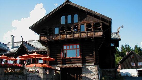 Frognerseteren Restaurant and Cafe