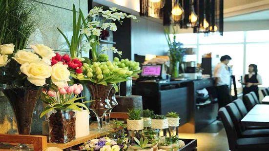 Elly's Flower & Cafe