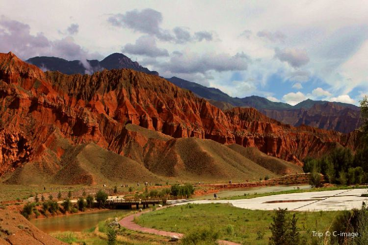Ashgang Colorful Peaks Scenic Area in Guide National Geological Park4
