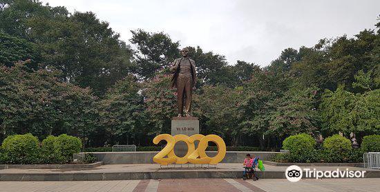 Lenin Statue3
