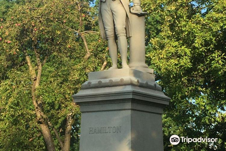 Alexander Hamilton Statue4