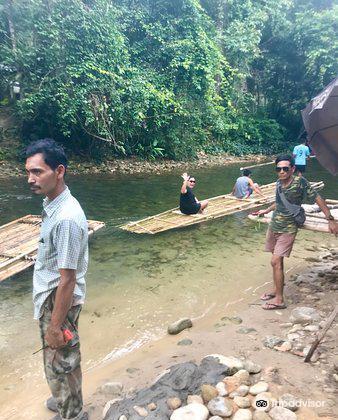 Sutin Group Bamboo Rafting3