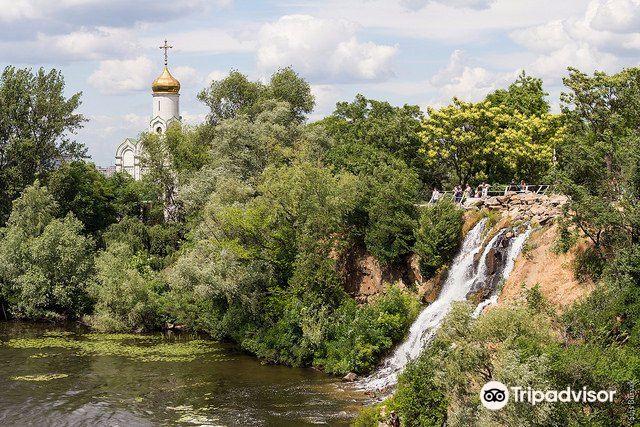 Roaring Rapids Waterfall2