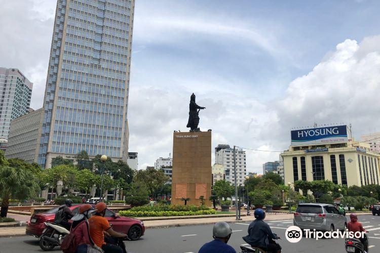 Tran Hung Dao Statue1