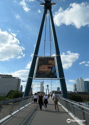 荷爾拜因人行橋3