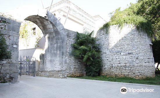 Gate of Hercules (Porta Herculanea)2