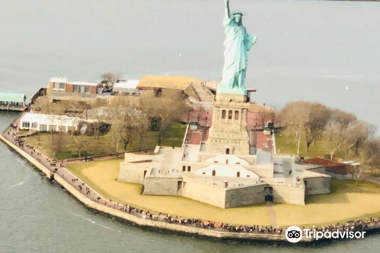 Statue of Liberty: Helicopter Flight Services4