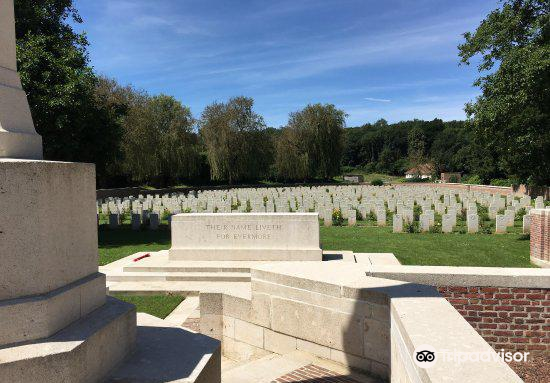 Carnoy Military Cemetery2