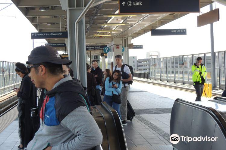 Link Light Rail & Tukwila Station1