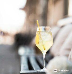 HELIUM Cocktail Bar