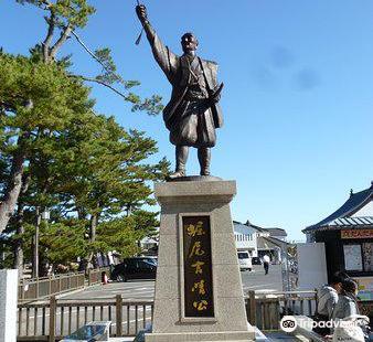 堀尾吉晴公の像