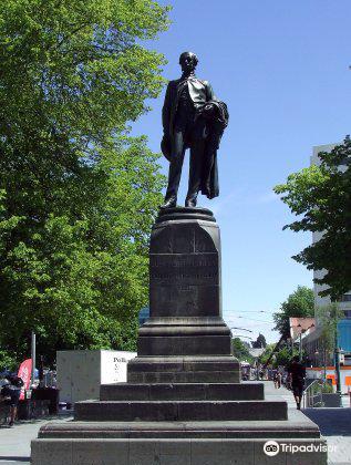 John Robert Godley Statue3