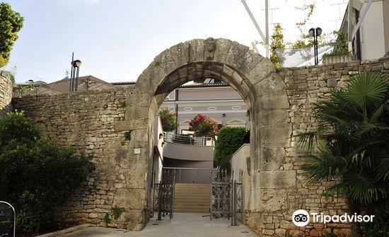 Gate of Hercules (Porta Herculanea)4