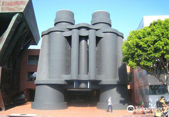 Chiat-Day Building3