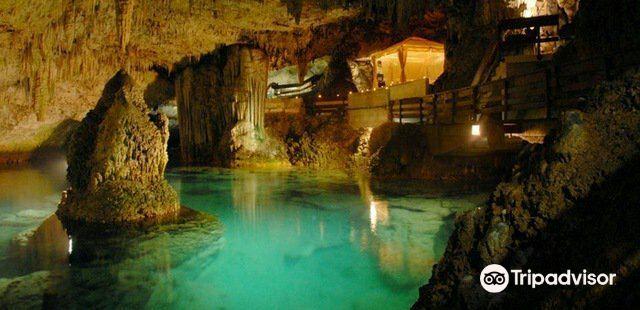 Grotta dello Smeraldo (Emerald Grotto)3