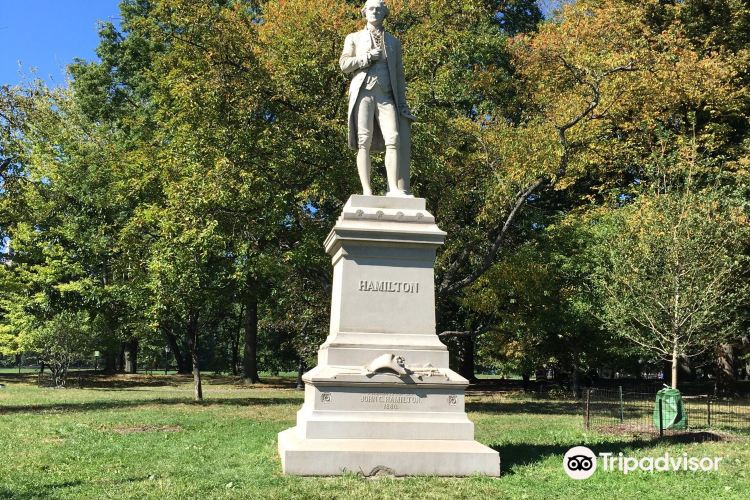 Alexander Hamilton Statue1