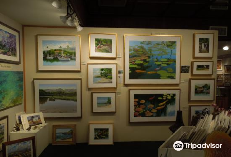 Village Galleries in Lahaina