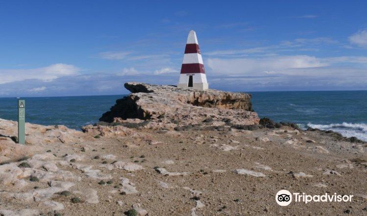Cape Dombey Obelisk1