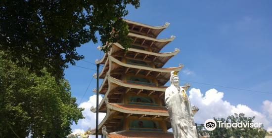 Quoc Tu Pagoda3