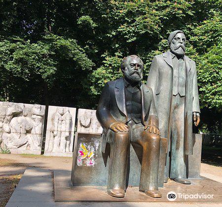 Skulptur Die Wurde und Schonheitfreier Menschen3