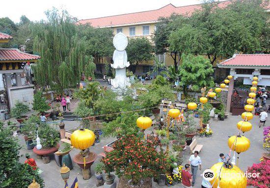 Temple of the Buddha's Relic (Xa Loi pagoda)4