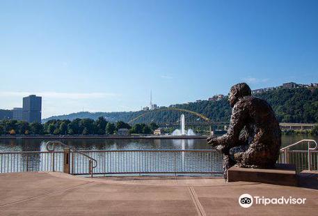 Mr. Rogers' Memorial Statue