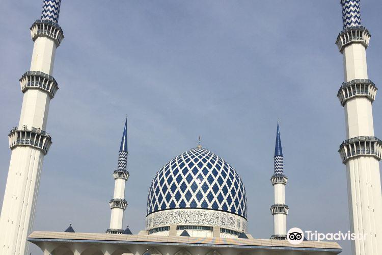 Sultan Salahuddin Abdul Aziz Shah Mosque1