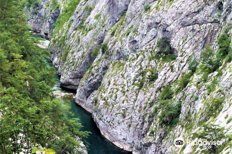 Morača River 峽谷3