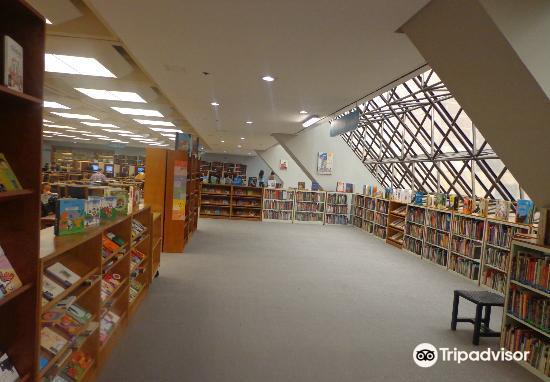 ルイス・アンヘル・アランゴ図書館2