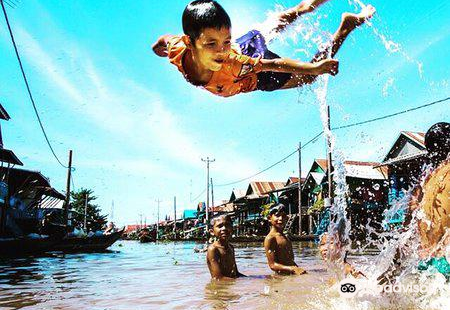 Cambodia's Kampong Chhnang floating village